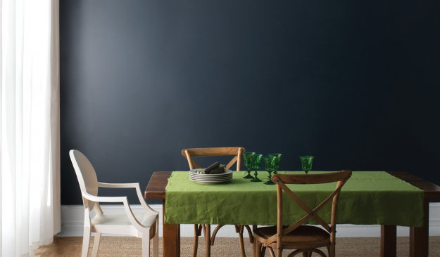 dining room with cobalt blue Benjamin Moore painted wall